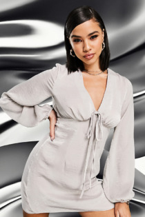 AS YOU – Minikleid aus Satin mit Bindedetail vorne in Taupe-Braun