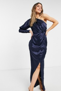 Chi Chi London – Drapiertes Satin-Kleid mit One-Shoulder-Träger in Marineblau