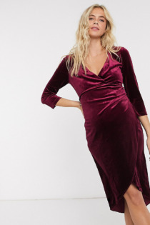 Jaded Rose Maternity – Exklusives Wickel-Midikleid aus Samt in Beerenrot