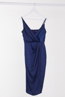 Little Mistress – Satin-Midikleid mit Wickeldesign in Marineblau-Navy