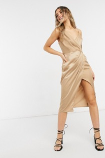 Little Mistress – Wickelkleid aus Satin in Gold