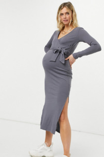 Missguided Maternity – Geripptes Midi-Wickelkleid in Grau mit Bindegürtel