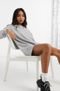 Missguided Petite – Oversize-Sweatshirtkleid in Grau