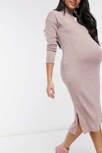 New Look Maternity – Angerautes Midikleid mit Rollkragen in Blassrosa