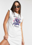 Noisy May Tall – Exclusive – T-Shirt-Kleid in Weiß mit College-Logo