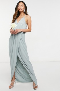 TFNC – Bridesmaid – Neckholder-Maxikleid aus Satin in Salbei-Grün