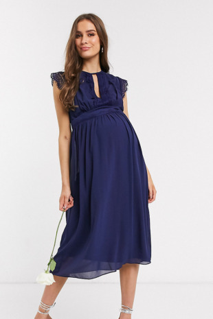 TFNC Maternity – Bridesmaid – Midi-Brautjungfern-Kleid mit Spitzendetail in Marine-Blau
