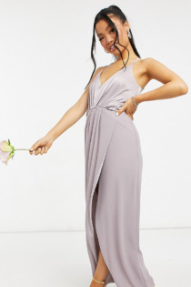 TFNC Petite – Bridesmaid – Neckholder-Maxikleid aus Satin in Grau